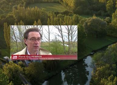 Interview du Pierre-Guy Perrier, Président du Parc naturel régional du Marais poitevin avec en fond une image aérienne des paysages du Marais poitevin
